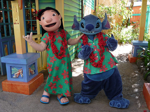 Meeting Lilo and Stitch in their Christmas outfits