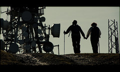 Pura Naturaleza... (Ander Ormaetxea) Tags: luz pareja bilbao antena monte silueta bizkaia vasco contra vizcaya bilbo pais ander pagasarri montaeros ormaetxea ganeta misfots
