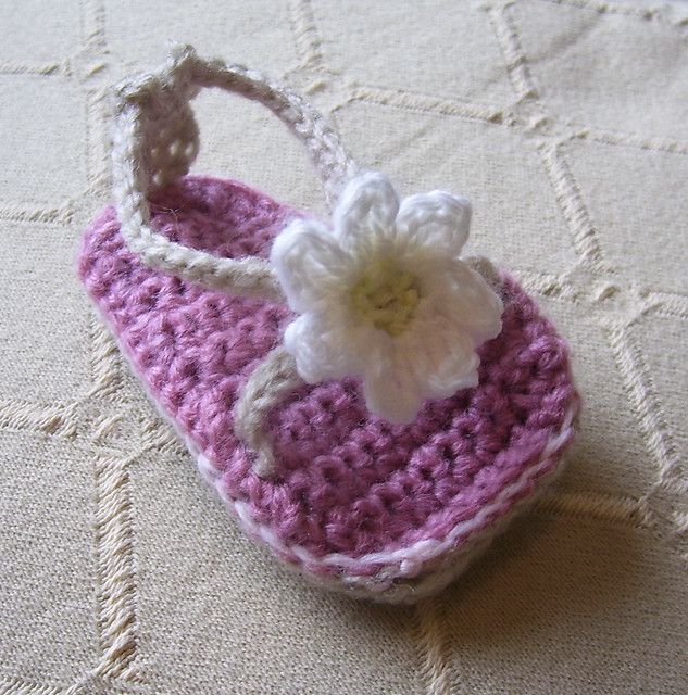 Free Crochet Pattern 60031 Fabulous Flip Flops : Lion Brand Yarn
