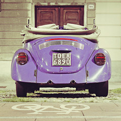 Retro-compatibilit (mickiky) Tags: auto door house muro car bike bicycle wall lights casa purple rear beetle violet retro porta bici luci cycletrack viola macchina pistaciclabile bicicletta fari retr decapottabile tipcar