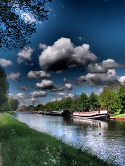 balloon weather (Michiel Thomas) Tags: weather clouds balloons canal photographer cloudy ballon creative wolken olympus boten explore nubes groningen filters ballons schepen fotograaf hoornsediep noordwillemskanaal artfilter inexplore myphotosinexplore michielthomas hoornsedijk mypictureinexplore corpusdenhoorn creativefilter canadalaan creativefilters xz1 olympusxz1 noordwillemskanaalgroningen myphotoinexplore mypicturesinexplore