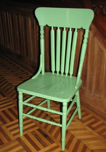 love this green chair