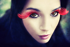 (Lá caitlin) Tags: blue red portrait girl eyes lips textureeyelashes