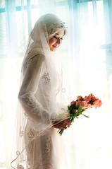 [フリー画像] 人物, 女性, アジア女性, イベント・行事, 結婚式, ウエディングドレス, マレーシア人, 人と花, 200807081100