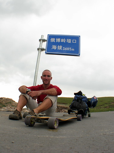 I skateboarded up Erbou Pass (3,685m), Qinghai Province, China