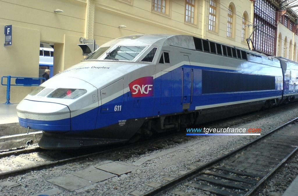 Une rame TGV Réseau-Duplex (la rame TGV RD 611 de la SNCF) en gare de Marseille saint-Charles le 22 mai 2008