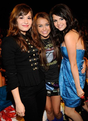 selena gomez and demi lovato and miley cyrus and jonas brothers. TCA 08 btw Selena and demi