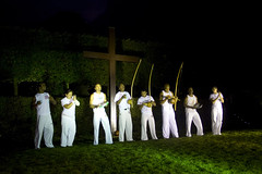 Kapuera-groep geeft show weg (Omroep Brabant) Tags: show licht avond denbosch jubileum begraafplaats kerkhof viering omroepbrabant orthen kapuera wwwomroepbrabantnl 150jarig