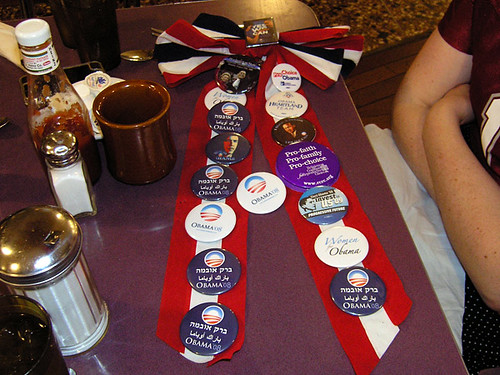 Jennifer's button bow by buttons4obama.