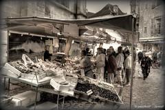 la peixateria (Seracat) Tags: france market frana dordogne mercado prigord poisson francia march sarlat mercat aquitania seafish peixateria sarlatlacanda specialtouch aquitanie seracat pescatera