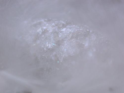Ventisca de nieve sobre las cumbres heladas