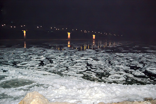 Ice floes on the Missouri River at Hermann, Missouri, USA