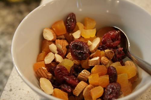 Frugt og nødder til grøden