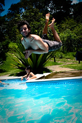 (stereomind) Tags: summer flying piscina vero swiming voando tiopatinhas