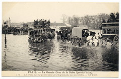 Paris Under the Waters: Wading Through the Seine (1910) (postaletrice) Tags: old horse white black paris france blanco water car seine ro vintage river wagon geotagged photo agua flooding eau noir ledefrance carriage traffic y flood antique postcard negro voiture des antigua invalides coche trfico esplanade belle postal 1910 circulation et francia blanc postale wading inondation carte omnibus pars ancienne flooded fleuve sena crue clich tarjeta cpa inundado inundada epoque inundacin embouteillage crecida geo:lon=48858 inond deltiology cartofilia cartophilie geo:lat=23128