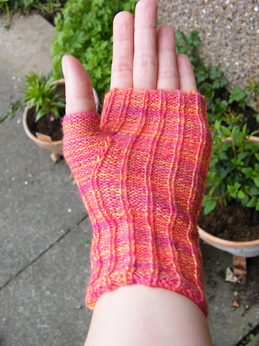 Reverse Rib Fingerless Gloves