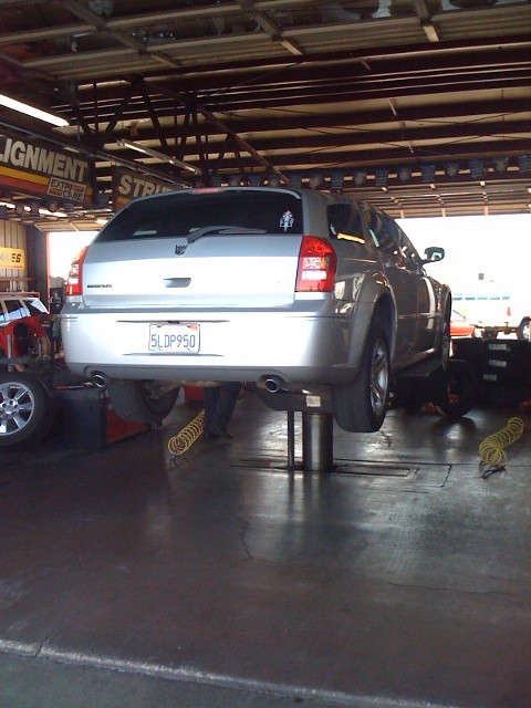 2005 dodge magnum lifted