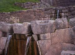 Tambomachay: la Sorgente Sacra (Grabby Walls) Tags: travel peru inca cuzco america camino cusco south per sacra trail viaggi viaggio sud tambomachay viaggiare qosqo sorgente goldstaraward peruvianimages explorewinnersoftheworld grabbywalls