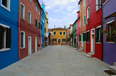 burano dai mille colori (ilpinguino70) Tags: red italy colour verde green yellow nikon italia colours bright blu pastel case giallo venise viola rosso venecia venezia colori arcobaleno painters burano palette vivace prospettiva raibow veneto pittore tavolozza ocra d40 pastello venexia golddragon abigfave colourartaward platinumheartaward artlegacy ilovemypics nikonflickraward nikonflickraward50mostinteresting
