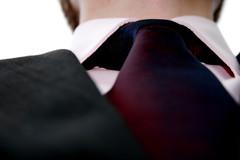 ネクタイを締めた襟元