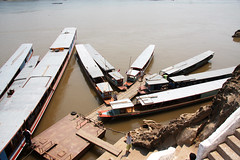 IMG_0689 (Marc Aurel) Tags: river boot boat laos fluss mekong pakou mekhong flus lowercave thamting 40d eos40d maenamkhong mkngk tonlethom sngculong maekhaung mnamkhong lncngjing