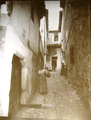 Callejón de los Niños Hermosos, a principios del siglo pasado.