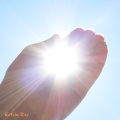 I got the Sun! (Katrin Ray) Tags: light summer sky sun macro creativity poetry artistic story fiatlux aworkofart andtherewaslight sunnymood creattivit katrinray oacaophotos