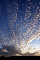San Breixo (A ferro) Tags: blue light shadow summer sky espaa naturaleza sun blanco luz sol nature azul clouds rural sunrise contraluz landscape spain minolta sony gimp sombra paisaje galicia amanecer cielo nubes verano campo alpha a200 sanbreixo covelo maceira aferro a3b sonydt1870mmf3556 sonydslra200 dslra200 alpha200 sonyalpha200 sonyalphadslra200 alphadslra200
