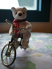 Nanuk posando en su bici