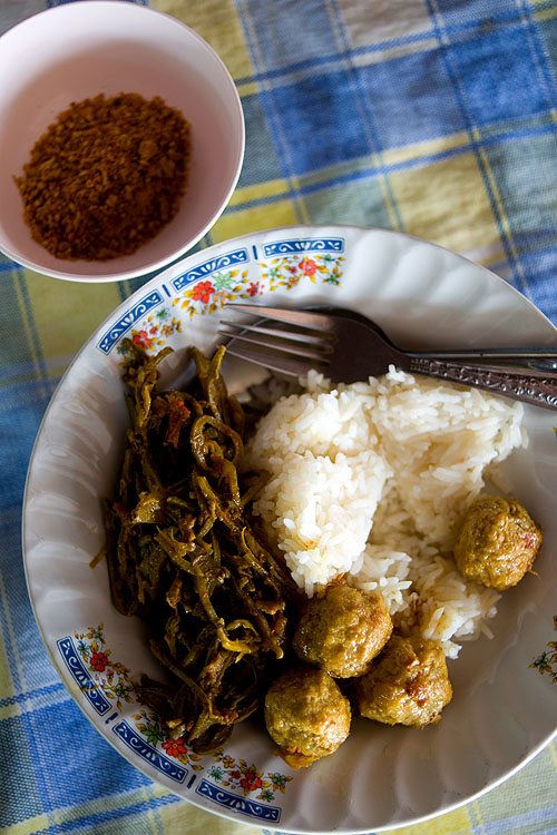 Shan-style meatballs and curried veggies at Mae Sri Bua, a Shan restaurant in Mae Hong Son