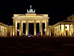 Brandenburger Tor Berlin (marfis75) Tags: building berlin monument night germany deutschland fuji symbol nacht cc german finepix brandenburgertor brandenburger gebude deutsch historisch wahrzeichen creativecommon ccbysa marfis75 marfis75onflickr