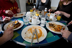 i win! (lomokev) Tags: friends food sarah breakfast canon tomato mushrooms bacon beans brighton julia tea folk egg knife plate tiles finished 5d canon5d friedegg orangejuice fryup insideout hag kageyb juey sarahp fullenglish rockcakes brownhorse insideoutcafe rockcake flickr:us