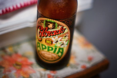 Cerveja Colorado Appia (Omar Junior) Tags: color field 50mm still agua colorado dof pentax bokeh cerveza artesanal depthoffield mel bier cerveja 12 55 birra cor garrafa depth ceva bire trigo malte lpulo f12 chopp colorida  trago appia desfoque cervejaria   50mmf12 k20d  pentaxk20d 550ml pentaxk11250mm