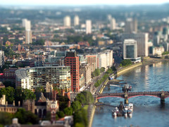 London eye tilt shift fake miniature