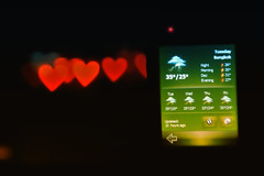 Weather Forecast : Heavy lovefall tonight (kktp_) Tags: trafficlights love thailand nikon dof heart bokeh bangkok pda asus weatherreport weatherforecast lensbaby20 hotlove d80 p535 creativeaperture ehbd