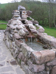 "Fountain • <a style=""font-size:0.8em;"" href=""http://www.flickr.com/photos/48277923@N00/2620416625/"" target=""_blank"">View on Flickr</a>"