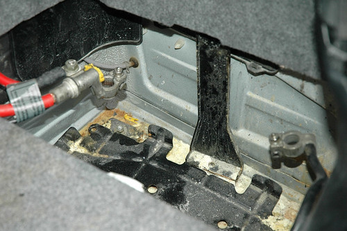 how to get battery out of car key