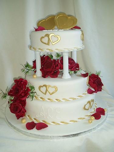 Hochzeitstorte Rote Rosen Goldene Herzen A Photo On Flickriver