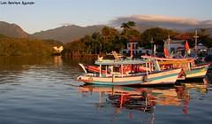 Paraty - RJ (Luiz Henrique Assuno) Tags: brazil brasil riodejaneiro paraty canon eos boat barco 2008 40d licassuncao