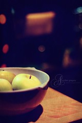 If you have an apple and I have an apple and we exchange these apples then you and I will still each have one apple. But if you have an idea and I have an idea and we exchange these ideas, then each of us will have two ideas (256/366) (amber {in the shadow of za'ha'dum}) Tags: sf stilllife texture home kitchen fruit loft bokeh bowl explore apples 2008 50mmf18 2008yip elusiveactions skgactions