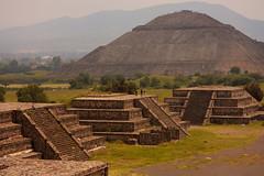 El Sol - Teotihuacan (Nino H) Tags: old city sun moon mountain montagne landscape mexico indian teotihuacan ruinas piramides laluna civilisation hdr ruines pyramides elsol teotihuacán lalune lesoleil goldenphotographer