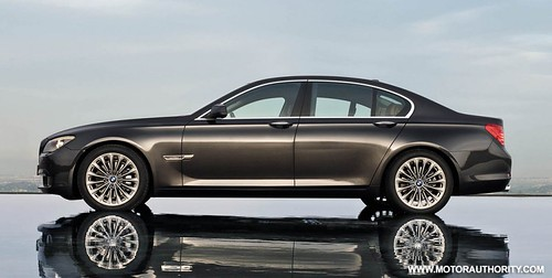2010_bmw_7_series_027-0922-950x673 by drei3r.
