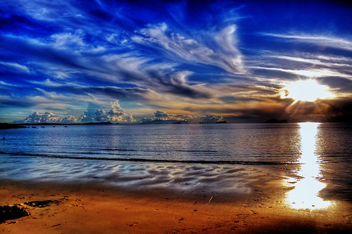 PANTAI SANTUBONG by Hardy || Fotografi.