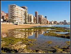 Reflejos de Calpe (edomingo) Tags: landscape mar playa paisaje calpe marinaalta comunidadvalenciana zd zd1454 1454 zuiko1454 edomingo zuiko1454mmf2835 olympuse510 penyaldifach
