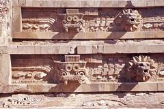 teotihuacan-01 (duque molguero) Tags: art mxico architecture mexico temple arquitectura ancient df ruins venus arte pyramid aztec retrato teotihuacan tumba antigua ruinas scanned civilization archeology templo piramide mscara prehispanic arqueologia azteca craneo piramidedelsol arqueologica prehispanico bajorrelieve civilizacin arqueologico piramidedelaluna quetzalcatl templodelaserpienteemplumada posclasico