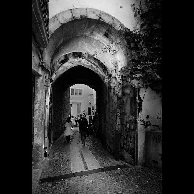 Descendo para o Arco do Almedina em Coimbra