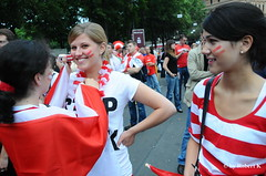 EURO 2008-2054 (PIXXELGAMES - Robert Krenker) Tags: vienna girls red party smile smiling fun football emotion expression soccer europameisterschaft wiede match impressions nikkor emotions 18200 uefa spiel d300 kibic nikkorlens fusball czerwony euro2008 pikanona fanmeile fanzone em2008 rubyyyk nikond300 croatiaaustria
