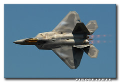 F-22 Raptor @ JSOH 2008 (Nikographer [Jon]) Tags: bird birds lenstagged md nikon andrews force air may maryland airshow raptor f22 airforce nikkor 2008 base usairforce d300 jsoh andrewsairforcebase 80400mmf4556dvr jointserviceopenhouse nikond300 jointserviceopenhouse2008 20080517d30023911 jss20081