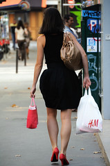 Paris style 45 (jmvnoos in Paris) Tags: ladies girls red woman black paris france sexy girl fashion lady rouge nikon women noir legs candid femme leg streetphotography style 100views 300views 200views jolie mode fr fille filles femmes jambes candidshot d300 jambe jolies views200 jmvnoos