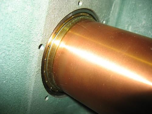 Vista del interior del atenuador, acoplamiento del cilindro de atenuación con el guía ondas.